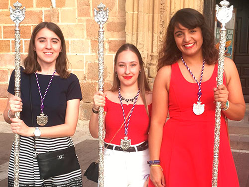 tres jovenes hermanas de la expiracion